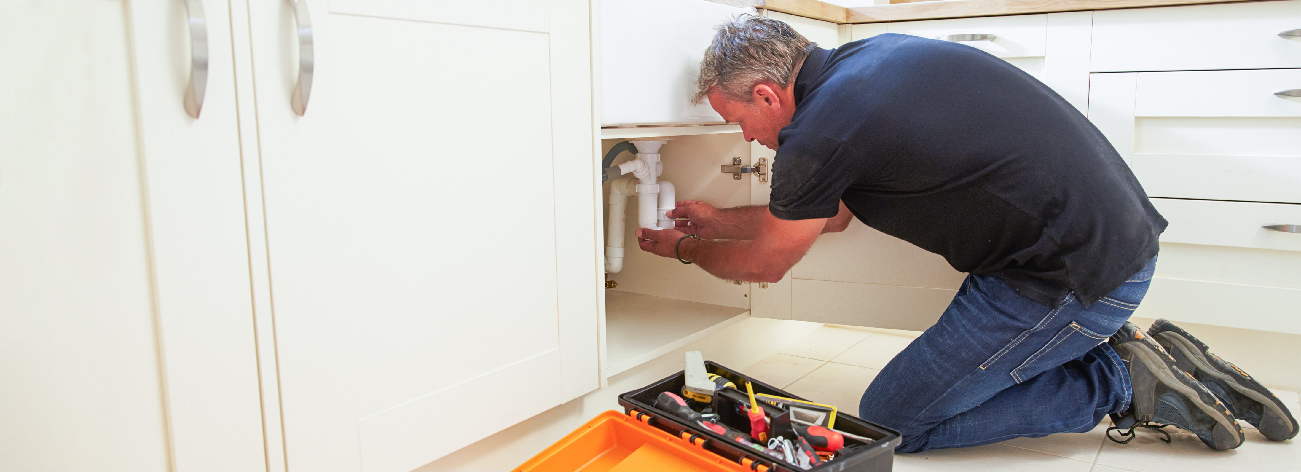 Plumber specialist dealing with a blocked sink in a London's property